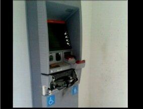 MG Patrulha: Bandidos explodem caixa eletrônico em Dom Cavati - Criminosos fugiram sem conseguir levar o dinheiro.