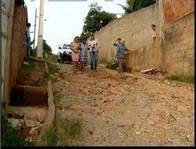 Blitz do MG: Moradores de Caladinho do Meio reclamam das ruas do bairro - Segundo moradores, ruas estão intransitáveis.