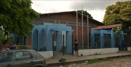 Briga de estudantes termina com um deles esfaqueado em João Pessoa - Eles brigaram numa esquina perto da escola, no conjunto Funcionários III.