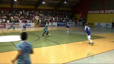 Itaporanga vence Capela e fica perto da final da Copa TV Sergipe de Futsal - Quem se classificar enfrenta o vencedor de Canindé e Aracaju. No primeiro jogo, o time do interior levou a melhor jogando fora de casa e pode até perder por um gol de diferença que avança.