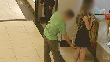 Um homem foi detido hoje em São José após fazer imagens por baixo da saia de mulheres - A ação dele foi flagrada por câmeras de segurança de um shopping.