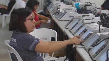 Urnas que vão ser usadas nas eleições deste ano foram testadas hoje - Funcionários do TRE em Pernambuco fizeram uma simulação usando os sistemas de votação, transmissão e divulgação dos resultados.