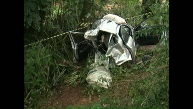 Carro partiu ao meio em acidente na BR-158, entre Pato Branco e Coronel Vivida - O motorista morreu a caminho do hospital.