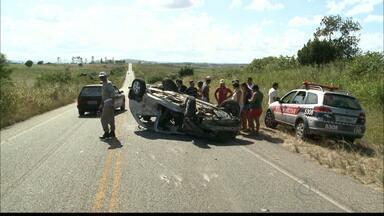JPB2JP: Acidente com dois veículos no Brejo da Paraíba - Um micro-ônibus transportava 14 estudantes.