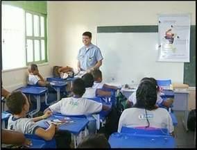 Pais de Alunos estão asustados com violência em escola de Campos, RJ - Alnos estão indo para a escola com armas brancas.