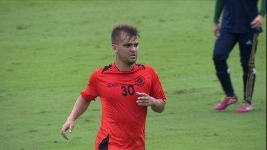 Parça de Neymar participa de jogo-treino contra o Palmeiras - Gustavo ficou encarregado de marcar Valdivia e deu uma entrada no meia