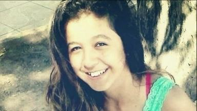 Menina de 14 anos morre após inalar remédio errado em Porto Alegre - Andriza teve uma crise de asma. Ela precisava inalar um broncodilatador, mas acabou inalando um colírio para glaucoma, que faz o efeito contrário. No óbito um edema pulmonar agudo é apontado como a causa da morte.