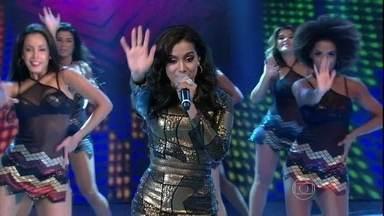Anitta mostra talento com 'Show das Poderosas' - Cantora é a convidada do Domingão