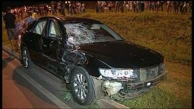 Morre mais uma vítima de motorista bêbado na pista que liga o Varjão ao Paranoá - Um carro, em alta velocidade, se chocou com outro que estava quebrado, atingindo pelo menos oito pessoas. Uma mulher morreu na hora e uma adolescente faleceu nesta segunda-feira (21).