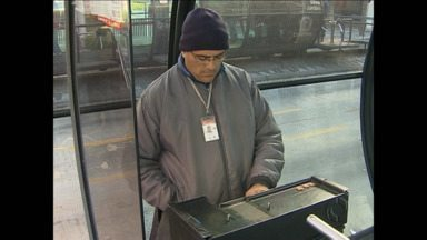 Urbs libera uso de agasalhos para motoristas e cobradores - Liberação ocorre porque os trabalhadores não vão receber os kits de inverno.