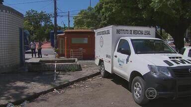 Corpo é encontrado em cisterna ao lado de banheiro público, no Recife - Cadáver foi encaminhado ao Instituto de Medicina Legal (IML).