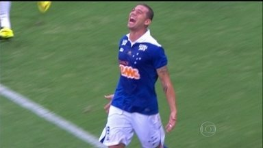 Cruzeiro e Palmeiras estreiam com vitória no Brasileirão 2014 - Raposa vence Bahia, e Verdão vira sobre Criciúma.