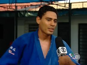 judocas aproveitam feriado para aprimorar técnicas no tatame - judocas aproveitam feriado para aprimorar técnicas no tatame