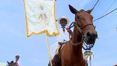 Cavalgada em Guaratinguetá, SP, faz homenagem à São Benedito - Cerca de 2 mil cavaleiros participaram da tradicional cavalaria na cidade, em homenagem ao santo.