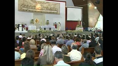 Missa de Páscoa encerra o período de quaresma - A missa de Páscoa celebrada ontem de manhã na Catedral de Londrina teve a participação do Coral Santa Cecília.