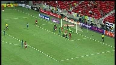 Sem gols, estádio Mané Garrincha recebe jogo de estreia de Flamengo e Goiás no Brasileirão - Com muitos passes errados e grande atuação de Renan, goleiro do Esmeraldino, partida terminou empatada por 0 a 0.