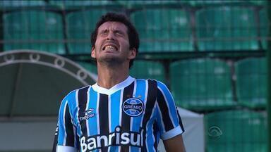 Grêmio perde por 1 a 0 para o Atlético PR na estreia no Brasileirão - Enderson Moreira foi muito vaiado pelos torcedores.