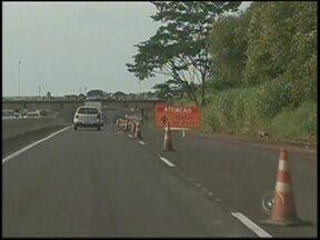 60 veículos por minuto passam pela Rondon no sentido interior-capital - As rodovias que cruzam o Centro-Oeste Paulista ficaram movimentadas após o retorno do feriado prolongado. Nesta segunda-feira (21), em Bauru (SP), na Rodovia Marechal Rondon, no sentido interior-capital, o fluxo chegou a 60 carros por minuto.