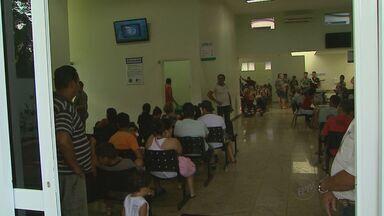 População reclama da escassez de pediatras em unidades de saúde em Ribeirão - No feriado prolongado, pacientes lotaram a UPA.