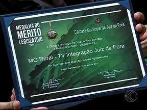 Câmara de Juiz de Fora comemora aniversário e homenageia MG Rural - Os 161 anos foi marcado com a entrega medalha do mérito Legislativo. A homenagem ao programa MG Rural, da TV Integração, foi uma indicação do vereador Vagner Cândido de Oliveira.