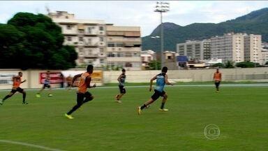 Botafogo enfrenta o Internacional com mudanças no time em relação à primeira rodada - Alvinegro entrará em campo com ataque e lateral diferentes, em busca da primeira vitória no Brasileiro.