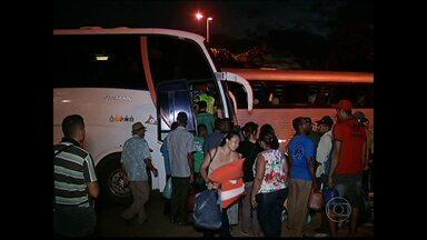 Ônibus clandestinos são apreendidos no Norte de Minas - Veículos transportavam passageiros irregularmente