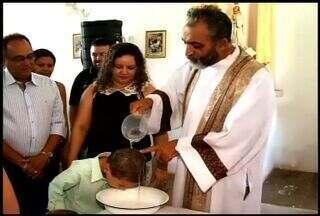 Moradores do distrito de Marrecas comemoram festa de Jesus, Maria e José - Distrito fica em Tauá; adultos e crianças participam das celebrações na igreja católica