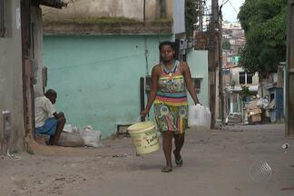 Moradores do bairro do Lobato reclamam de falta de água no local há 6 meses - O quadro Repórter Cidadão esteve no bairro, que fica no subúrbio de Salvador, para saber como está a situação.