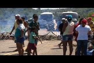 Moradores de Pirambu manifestam para obter regularização do fornecimento de água - Moradores de Pirambu manifestam para obter regularização do fornecimento de água