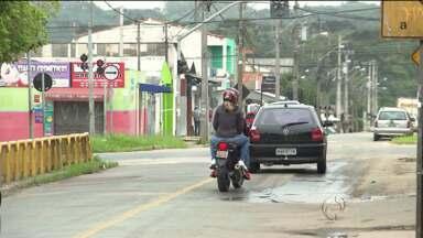 Assaltos frequentes preocupam moradores do Tatuquara - Comércios são assaltados muitas vezes em um período curto. A maior reclamação é um terreno com mato alto que facilitaria a ação dos bandidos.