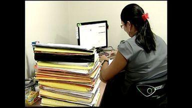 Escritórios em Colatina, ES, extendem horário de funcionamento para auxiliar no IR - Muitas pessoas ainda não declararam.