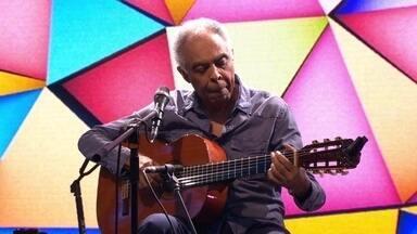 """Gilberto Gil canta """"Eu sambo mesmo"""" na estreia do novo Fantástico - Gilberto Gil canta sucessos no programa de estreia do novo Fantástico"""