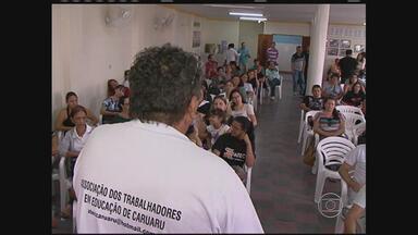 Em greve há mais de dois meses, professores de Caruaru fazem assembleia - Eles conversaram sobre o corte dos salários dos grevistas anunciado pela Prefeitura