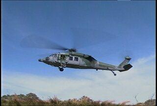 Jovem de 17 anos sofre acidente no Morro do Link em Santa Maria, RS - Um helicóptero da Base Aérea auxiliou no resgate do rapaz e de um amigo.