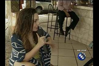 Aíla canta e fala sobre sua experiência em shows de barzinho - Aíla canta e fala sobre sua experiência em shows de barzinho.