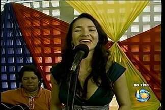 Feincartes oferece programação cultural - Quem se apresenta neste sábado é a cantora Fabiana Santiago.