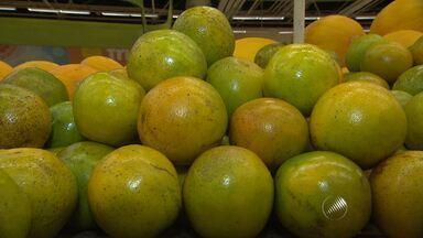 Frutas cítricas são boas para fortalecer o organismo em época com temperaturas baixas - Laranja, acerola, limão e romã são algumas das que tem vitamina c.