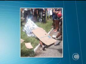Motociclista morre atropelado após colidir com veículo em Teresina - Acidente aconteceu por volta das 12h deste sábado (3) próximo à Ceapi.Vítima foi identificada como Raufrânio dos Santos Miranda, 42 anos.