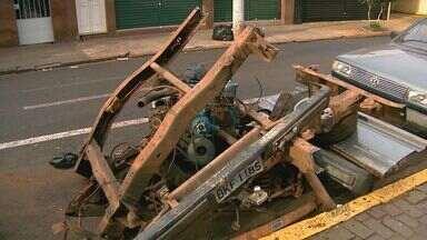 Polícia fecha desmanche de veículos em Ribeirão Preto - Carcaça e carro furtado estavam em bairro da zona leste