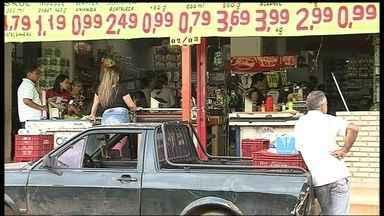 Comerciantes do Itapoã pedem mais policiamento - Comerciantes do Itapoã reclamam dos assaltos frequentes na região. Eles pedem mais policiamento. Quase todos têm uma história de crime para contar.
