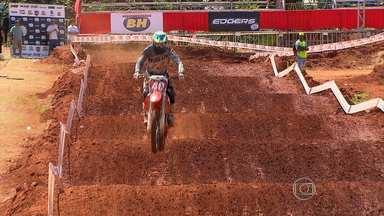 Ibirité recebe 2ª etapa da Copa Minas Gerais de Motocross - Competição reúne mais de 250 pilotos entre profissionais e amadores.