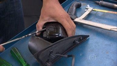 Retrovisor quebrado tem conserto - Existem locais especializados em conserto de retrovisores e ele custa, em média, metade do preço de uma peça nova.