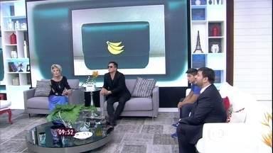 Bruno Astuto fala que banana virou ícone fashion - Moda também está envolvida com polêmica do jogador Daniel Alves