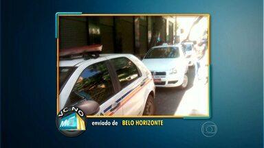 Carros da PM estacionam em vagas para táxis em Belo Horizonte - Denúncia foi feita por um telespectador. Veja outros flagrantes no VC no MGTV.