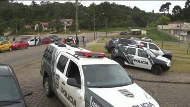 Presos fugiram da delegacia de Colombo, na região metropolitana de Curitiba - Na fuga eles mataram um agente penitenciário e atiraram em duas pessoas.