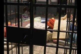 Presos fazem tumulto na cadeia pública de Esperança, no Brejo da Paraíba - Durante a confusão dois presos ficaram feridos.