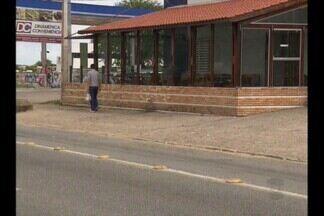 Bandidos fazem arrastão em pizzaria, em Campina Grande - Policiais rendem criminosos na fuga.