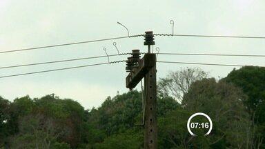 Moradores de bairros clandestinos recebem energia elétrica em Bragança - Empresa Elétrica Bragantina entrou com uma ação na Justiça e moradores de áreas irregulares têm direito a ter luz em casa.
