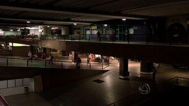 Passageiros reclamam de insegurança e sujeira na rodoviária de Cuiabá - Passageiros reclamam da insegurança e sujeira na rodoviária de Cuiabá.