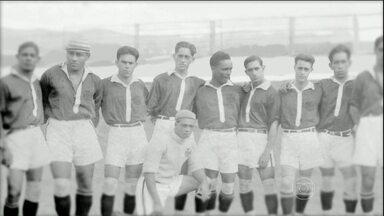 Casos de discriminação racial fazem parte da história do futebol brasileiro - Uma das grandes conquistas do futebol brasileiro foi a integração de jogadores com a cor de pele diferente. Há 90 anos, o deu exemplo contra a discriminação racial.